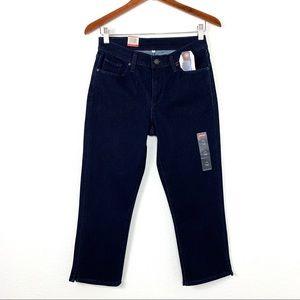 NWT Levi's Classic Capri Med Rise Jeans Size 2